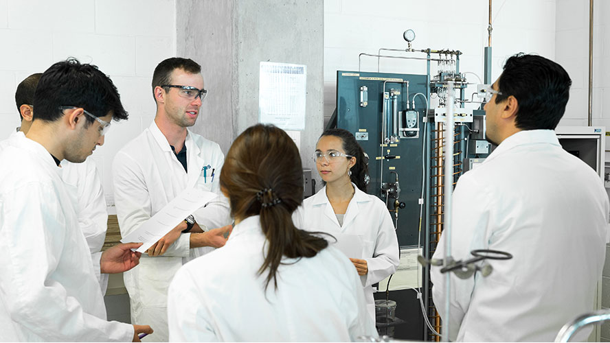 Student working in the undergraduate lab
